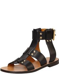 Sandali piatti in pelle con borchie neri