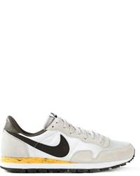 Scarpe sportive bianche e nere