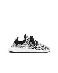 Scarpe sportive bianche e nere di adidas