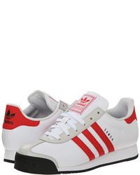 Scarpe sportive bianche e rosse