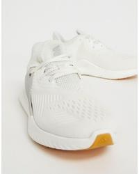 Scarpe sportive bianche di adidas