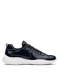 Scarpe sportive blu scuro e bianche di Prada