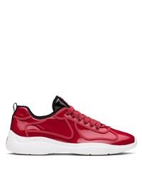Scarpe sportive rosse e bianche di Prada