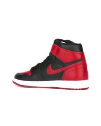 Sneakers alte rosse e nere di Nike, €272  