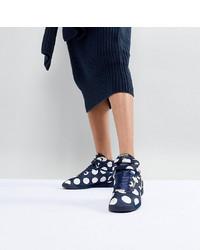 Sneakers basse a pois blu scuro di ASOS WHITE