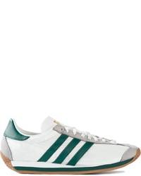 Sneakers basse bianche e verdi di adidas