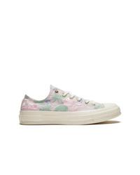 Sneakers basse di tela a fiori rosa di Converse