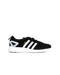 Sneakers basse di tela nere e bianche di adidas
