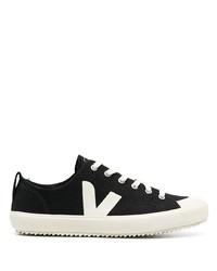 Sneakers basse di tela nere e bianche di Veja