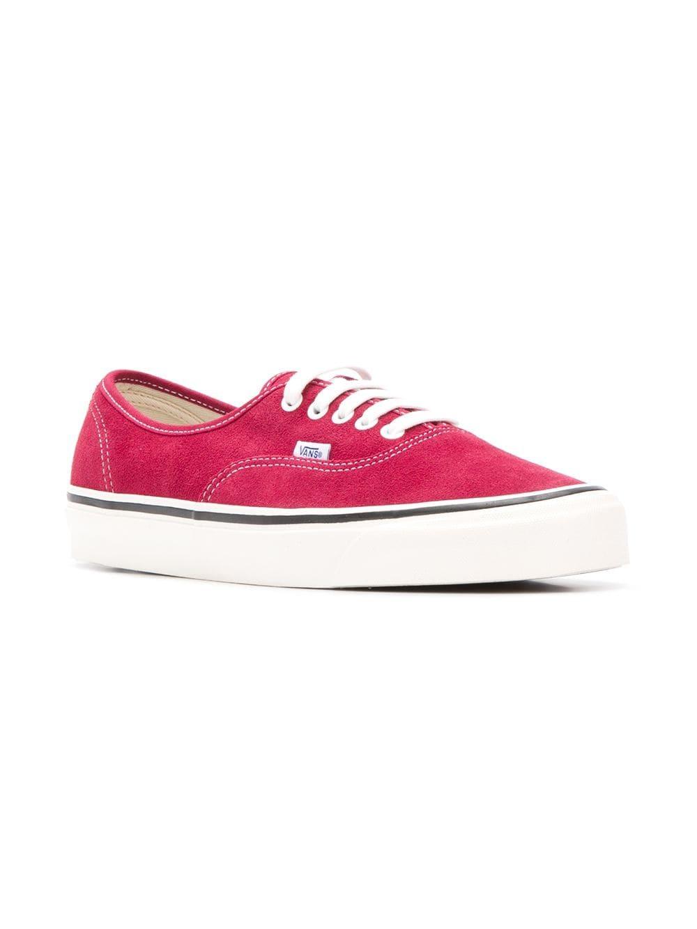 Sneakers basse di tela rosse di Vans, €50 | farfetch.com | Lookastic