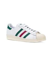 Sneakers basse in pelle bianche e verdi di adidas