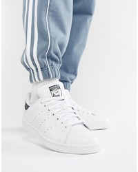 Sneakers basse in pelle bianche di adidas Originals