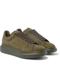 Sneakers basse in pelle scamosciata verde oliva di Alexander McQueen