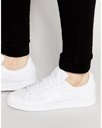 Sneakers in pelle bianche di adidas
