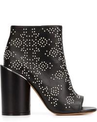 Stivaletti in pelle con borchie neri di Givenchy