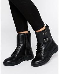 Stivali piatti stringati in pelle con borchie neri