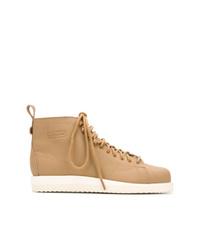 Stivali piatti stringati in pelle marrone chiaro di adidas