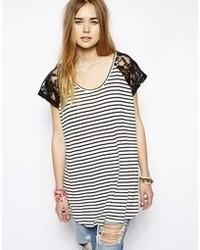 T-shirt girocollo a righe orizzontali bianca e nera di MinkPink