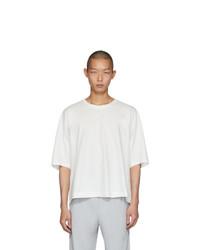 T-shirt girocollo bianca di Homme Plissé Issey Miyake