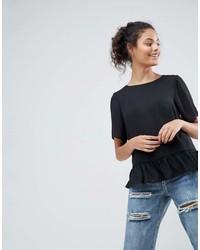 T-shirt girocollo con volant nera di Asos