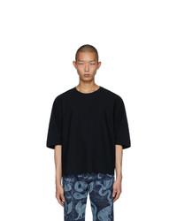 T-shirt girocollo nera di Homme Plissé Issey Miyake