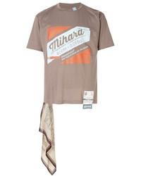 T-shirt girocollo stampata marrone chiaro di Maison Mihara Yasuhiro