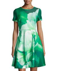 Vestito a pieghe a fiori verde