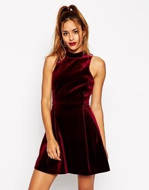 size 40 4df17 2b99e Vestito a pieghe di velluto rosso di Asos