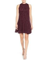 03574291946a02 Look alla moda per donna: Vestito a trapezio di velluto bordeaux ...
