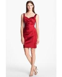 Vestito da cocktail di raso rosso