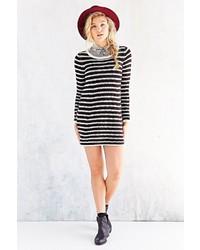 Vestito di maglia a righe orizzontali nero e bianco