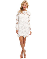 Come indossare e abbinare un vestito di pizzo bianco (108