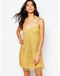 Vestito di pizzo giallo di Mango