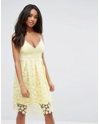 Vestito longuette all'uncinetto giallo