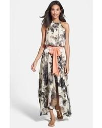 52da38ec450a Quale cintura indossare con un vestito lungo a fiori bianco e nero ...